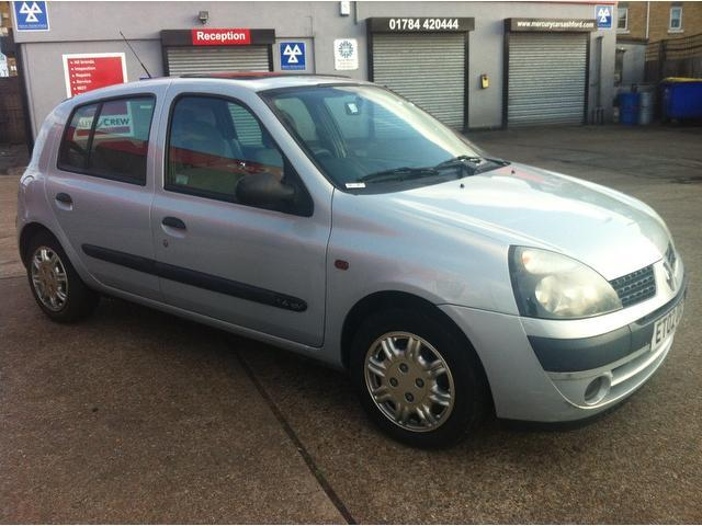 used renault clio 2002 petrol 1 4 16v expression hatchback silver with air conditioning for. Black Bedroom Furniture Sets. Home Design Ideas