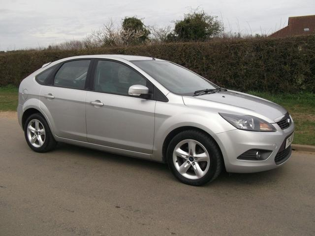 used ford focus 2010 diesel 1 6 tdci zetec 5dr hatchback silver with alloy wheels for sale. Black Bedroom Furniture Sets. Home Design Ideas