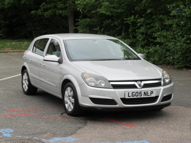 used silver vauxhall astra 2005 petrol in great condition. Black Bedroom Furniture Sets. Home Design Ideas