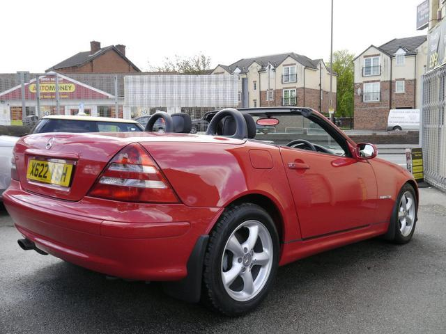 Used red mercedes benz 2001 petrol 200k 2dr 2 0 for Used convertible mercedes benz for sale