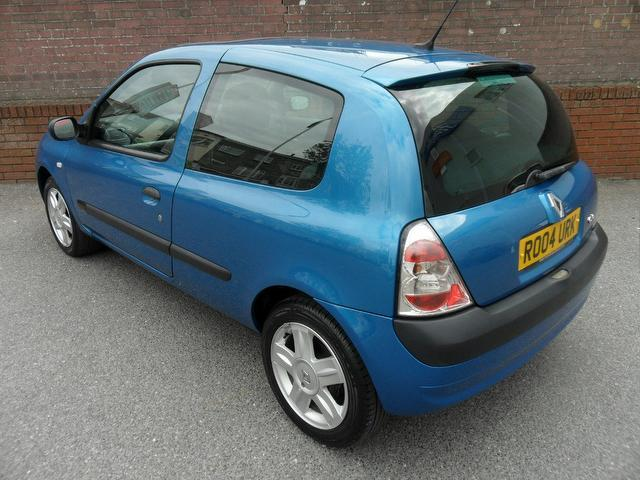 used renault clio car 2004 blue petrol 1 6 16v dynamique 3 door hatchback for sale in. Black Bedroom Furniture Sets. Home Design Ideas