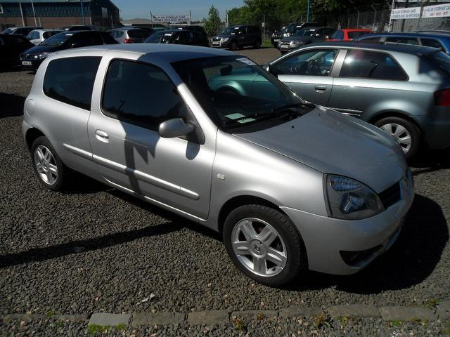 used renault clio 2007 silver paint petrol 1 2 16v campus sport hatchback for sale in. Black Bedroom Furniture Sets. Home Design Ideas