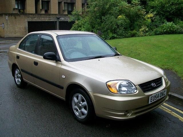 used hyundai accent 2004 petrol 1 6 gsi 4dr saloon yellow. Black Bedroom Furniture Sets. Home Design Ideas