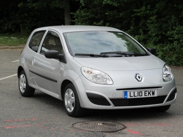 used renault twingo 2010 silver paint petrol for sale in epsom uk autopazar. Black Bedroom Furniture Sets. Home Design Ideas