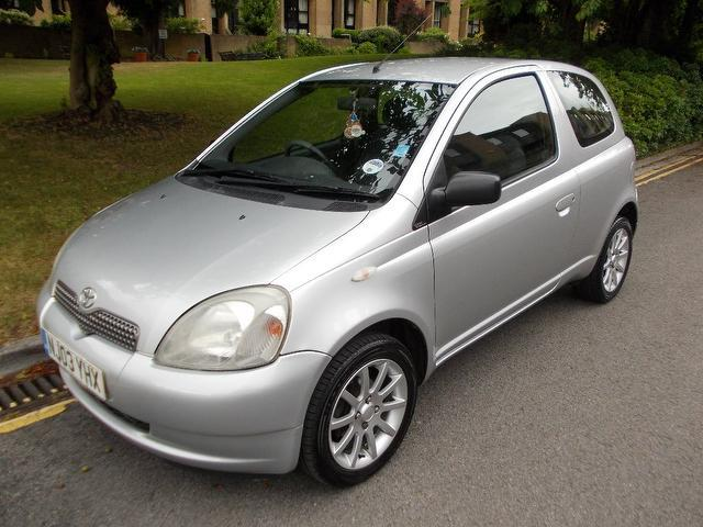 used toyota yaris 2003 petrol 1 0 vvti colour collection hatchback silver with central locking. Black Bedroom Furniture Sets. Home Design Ideas