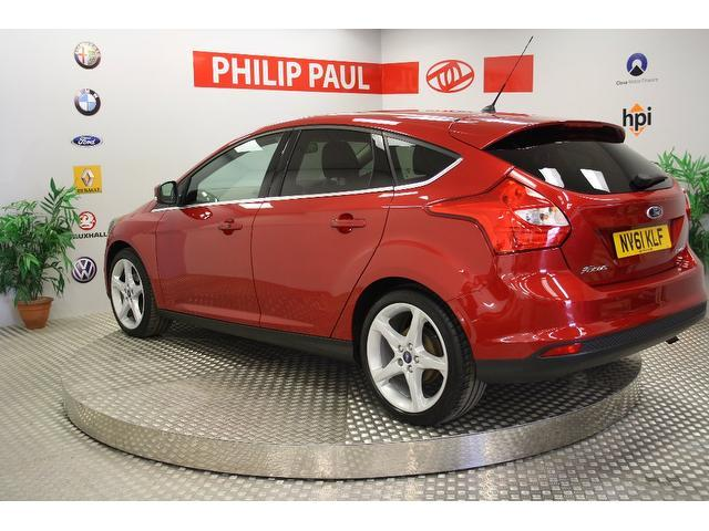used ford focus 2011 red paint petrol 1 6 125 titanium 5dr hatchback for sale in oswestry uk. Black Bedroom Furniture Sets. Home Design Ideas