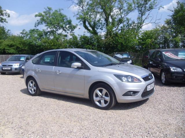 used ford focus 2009 petrol 1 6 zetec 5dr with hatchback silver edition for sale in nuneaton uk. Black Bedroom Furniture Sets. Home Design Ideas