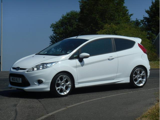used 2010 ford fiesta hatchback white edition 1 6 zetec s. Black Bedroom Furniture Sets. Home Design Ideas