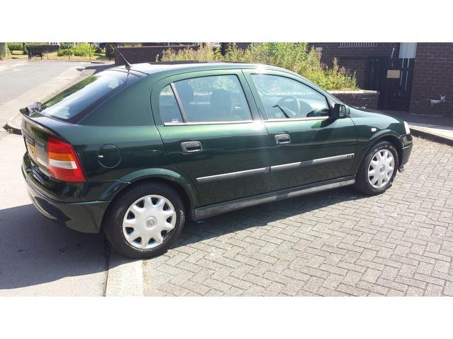 used vauxhall astra 2000 model 16v ls 5dr petrol hatchback green for sale in wembley uk. Black Bedroom Furniture Sets. Home Design Ideas