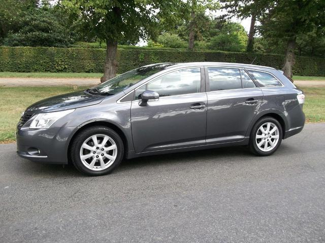 Used Toyota Avensis 2.0 D-4d Tr 5 Door Estate Grey 2009 Diesel for Sale in UK