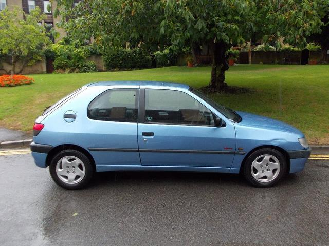 used peugeot 306 car 2001 blue diesel 1 9 d turbo 3 door hatchback for sale in keynsham uk. Black Bedroom Furniture Sets. Home Design Ideas