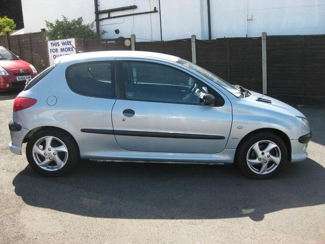 used peugeot 206 2002 diesel 2 0 hdi 90 d hatchback silver. Black Bedroom Furniture Sets. Home Design Ideas