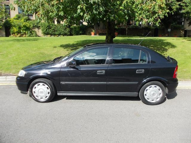 used 2003 vauxhall astra hatchback black edition club 5dr one petrol for sale in keynsham. Black Bedroom Furniture Sets. Home Design Ideas