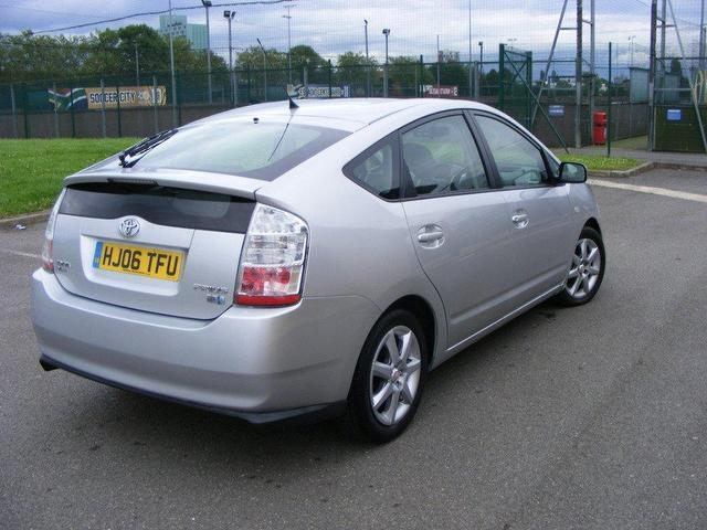 used toyota prius 2006 hybrid 1 5 vvti t spirit hatchback silver automatic for sale in wembley