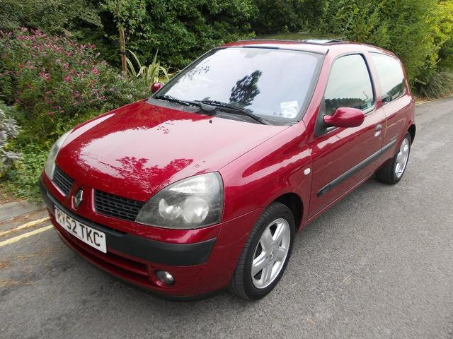used red renault clio 2003 petrol 1 2 16v dynamique billabong hatchback in great condition for. Black Bedroom Furniture Sets. Home Design Ideas