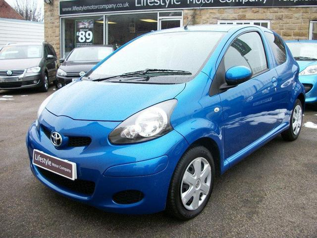used toyota aygo 2010 petrol 1 0 vvt i blue 3dr hatchback manual for sale in wakefield uk. Black Bedroom Furniture Sets. Home Design Ideas