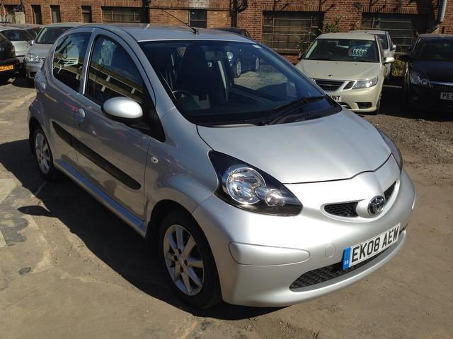 used 2008 toyota aygo hatchback silver edition 1 0 vvt i platinum 5dr petrol for sale in wembley. Black Bedroom Furniture Sets. Home Design Ideas