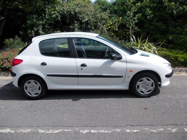 used white peugeot 206 2001 diesel 1 9 d lx 5dr hatchback in great condition for sale autopazar. Black Bedroom Furniture Sets. Home Design Ideas