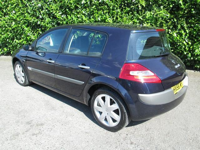 used renault megane 2006 blue paint diesel 1 9 dci 130. Black Bedroom Furniture Sets. Home Design Ideas